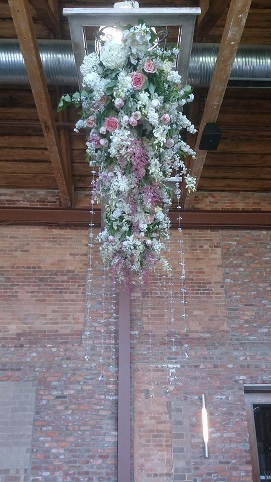 Flower Diva wow wedding ceiling piece