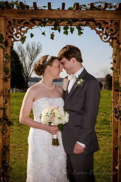 Linton red barn wedding archwa;y