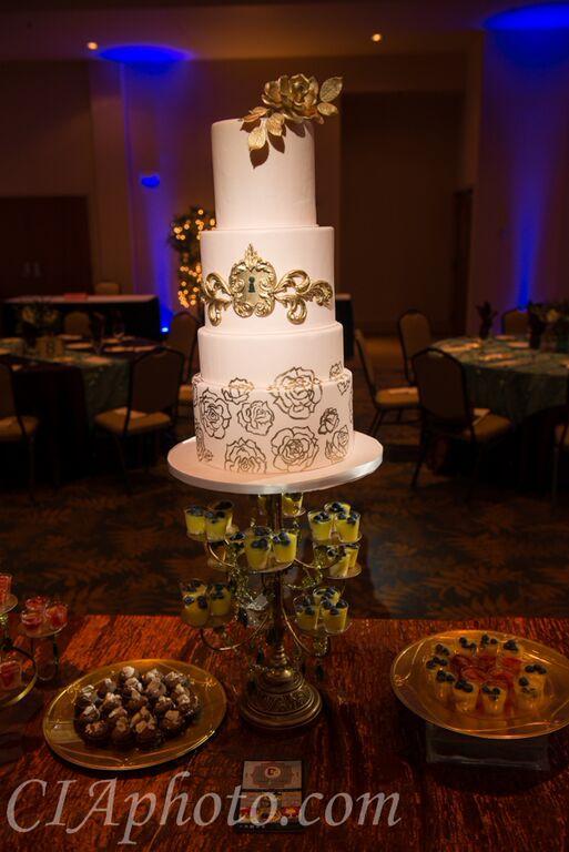 Executive 2 cake gold