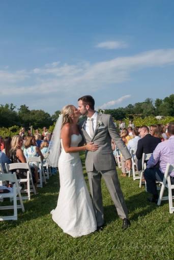 Linton Vineyard ceremony kiss