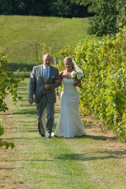 Linton vineyard father bride aisle