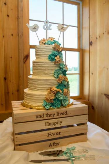 Linton Thousand Acre Wedding cake birds