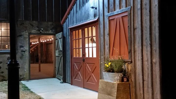 Memorable Events by Peggy wedding 16 barn