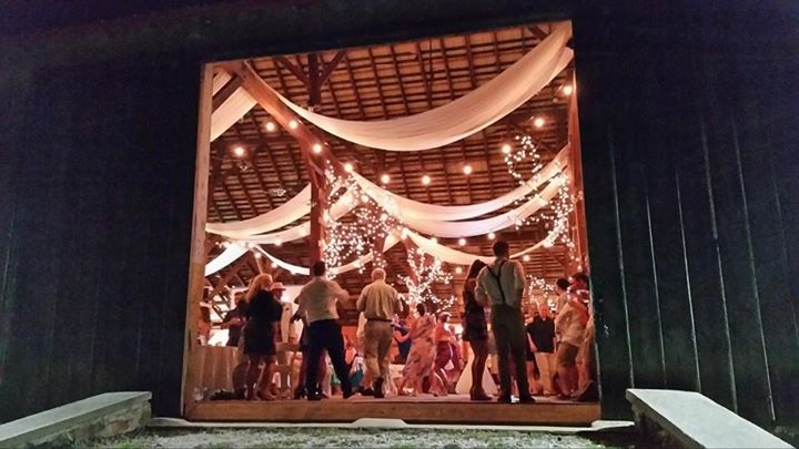 Memorable Events by Peggy wedding barn door and lights