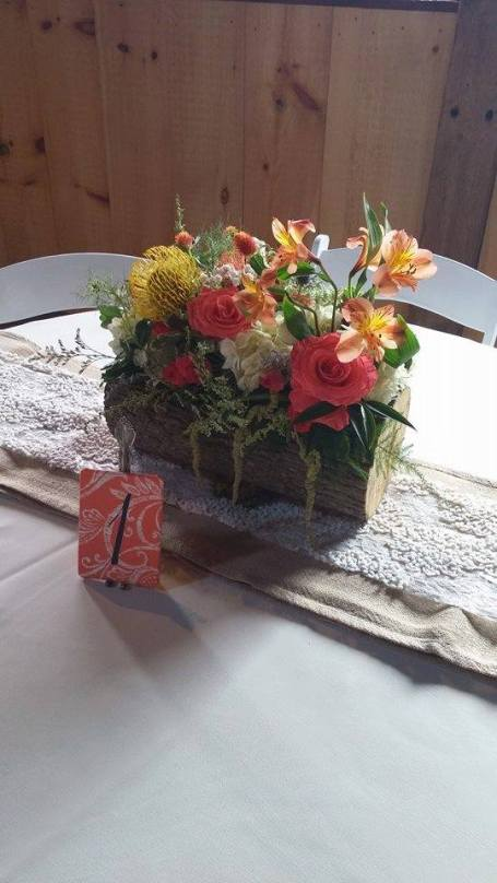 Twisted Vine log fall flowers table decor