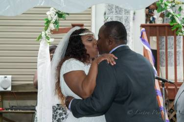 Linton wedding best to wait for kiss