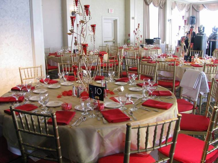 Rehoboth Beach Country Club red wedding table decor