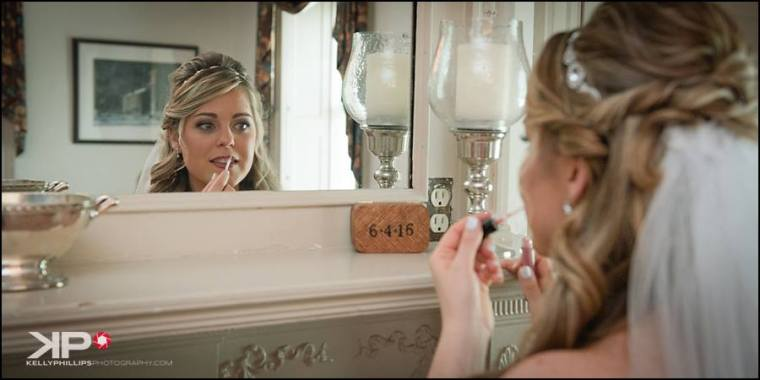 Kelly Phillips Whist bride in mirror