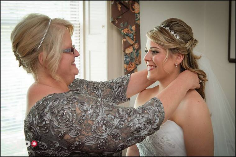 KElly Phillips Whist mom and bride