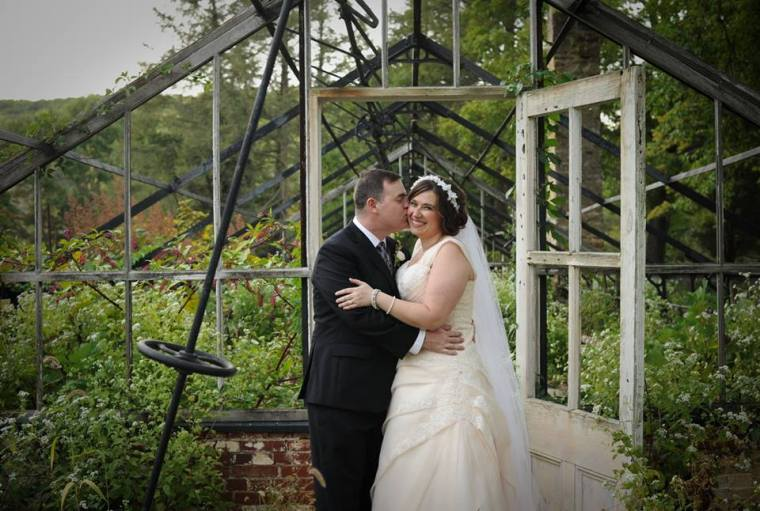 kerry-harrison-knox-greenhouse-kiss-bride-groom