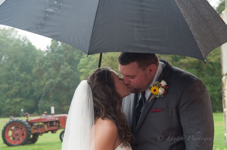 linton-barn-umbrella-kiss