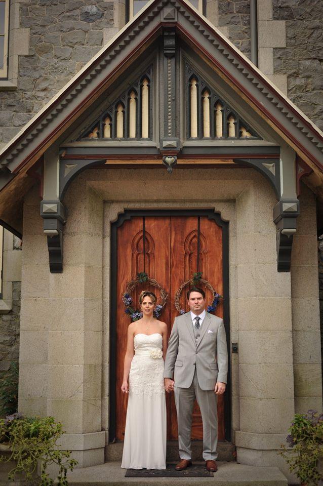 kerry-harrison-fall-rockwood-bride-groom-wooden-door